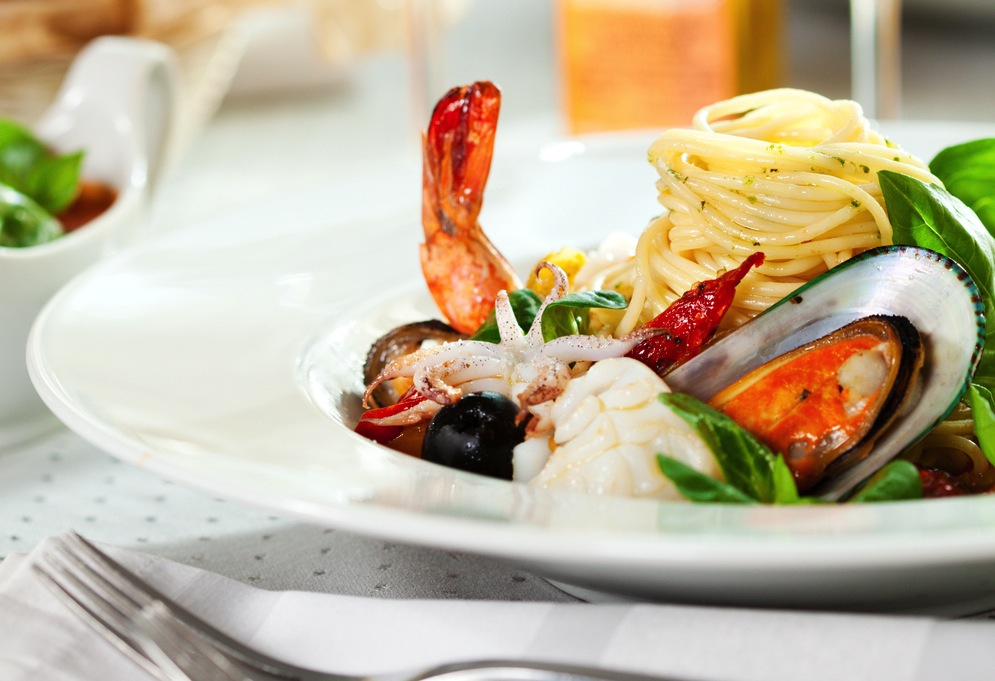 8 Major Benefits of the Mediterranean Diet (+ the Retracted Study Controversy)