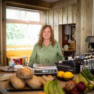 Devon publicans open farm shop and café to help support local residents